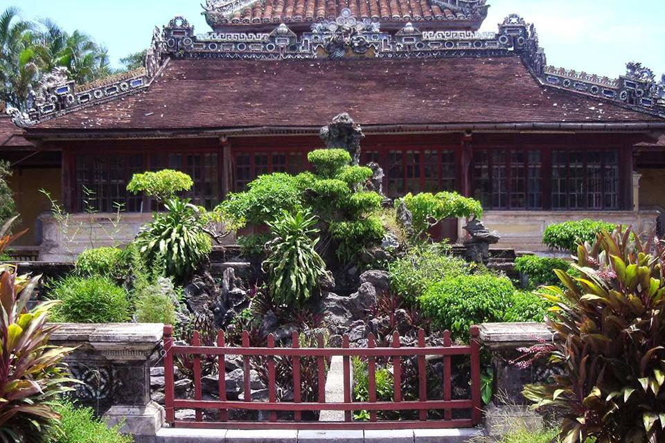 da-nang-hoi-an-cham-island-hue-group-tour-4-days-1