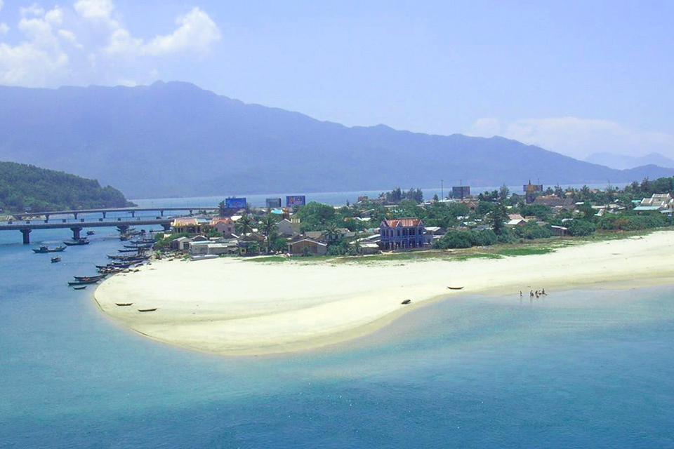 da-nang-hoi-an-cham-island-hue-group-tour-4-days-2