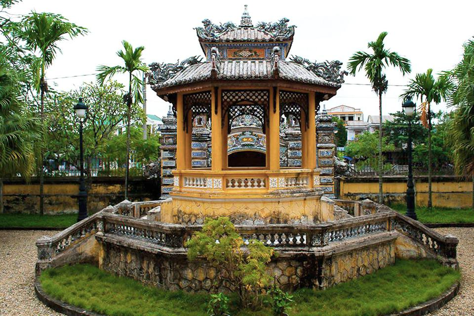 da-nang-hoi-an-my-son-hue-quang-binh-group-tour-4-days-3