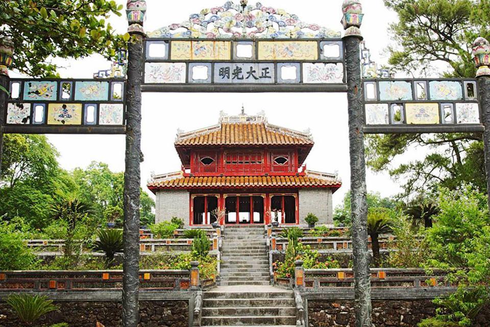 da-nang-hoi-an-cham-island-hue-group-tour-4-days-4