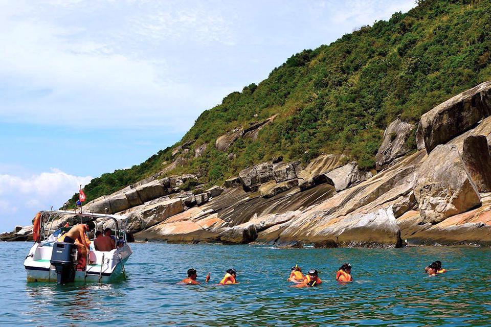 da-nang-hoi-an-cham-island-hue-group-tour-4-days-6