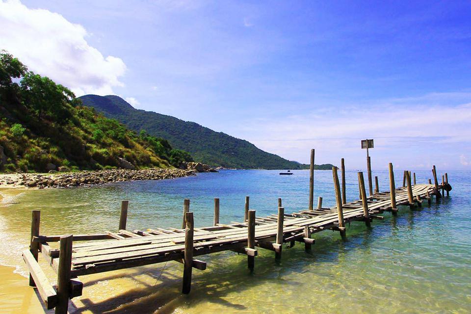 da-nang-hoi-an-cham-island-hue-group-tour-4-days-8