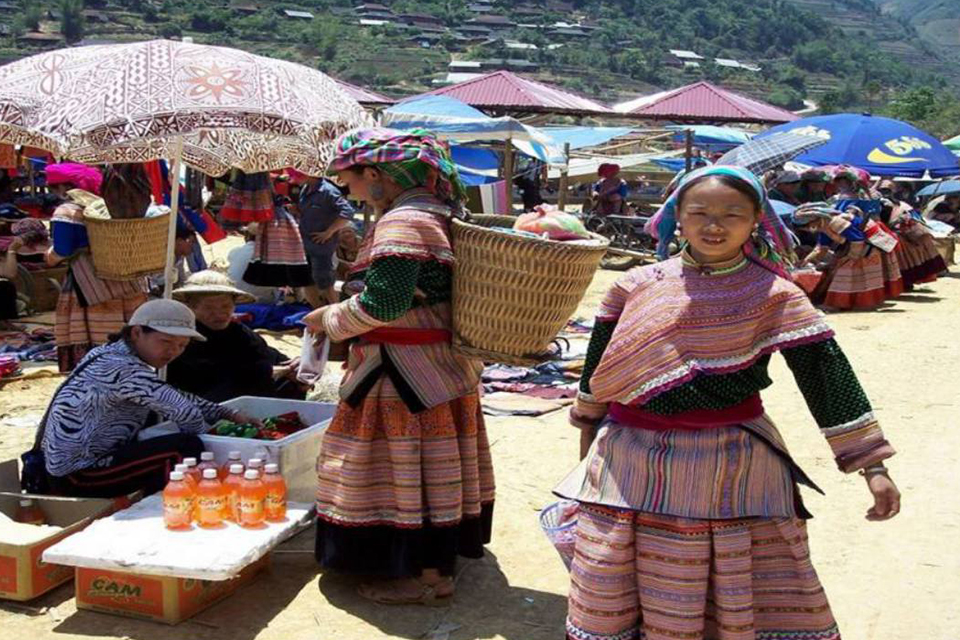 960-activities-in-bac-ha-market