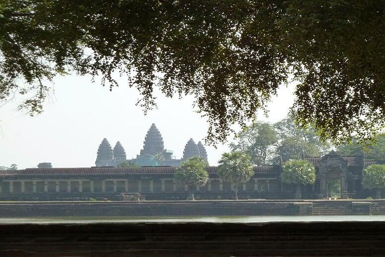 vietnam-cambodia-biking-tour-angkor-wat-1
