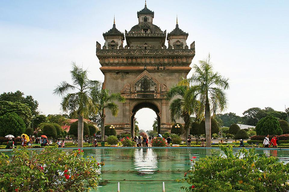 arc-de-triomphe-in-vientiane-laos