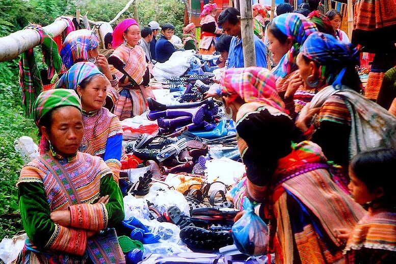 sapa-easy-trek-bac-ha-market-2d3n-8