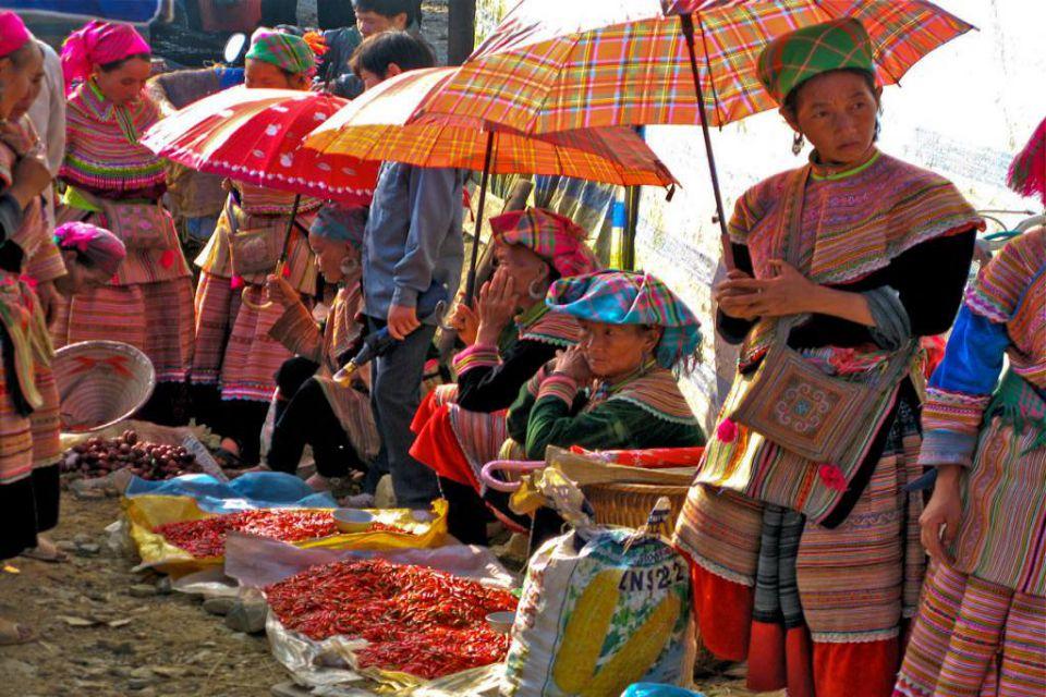 angkor-wat-northern-vietnam-9-days-bac-ha-market-11
