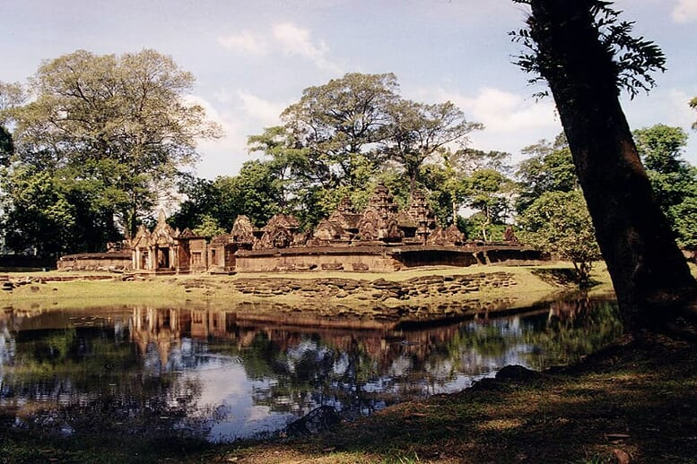 from-angkor-wat-to-bagan-12-days-banteay-srei-5
