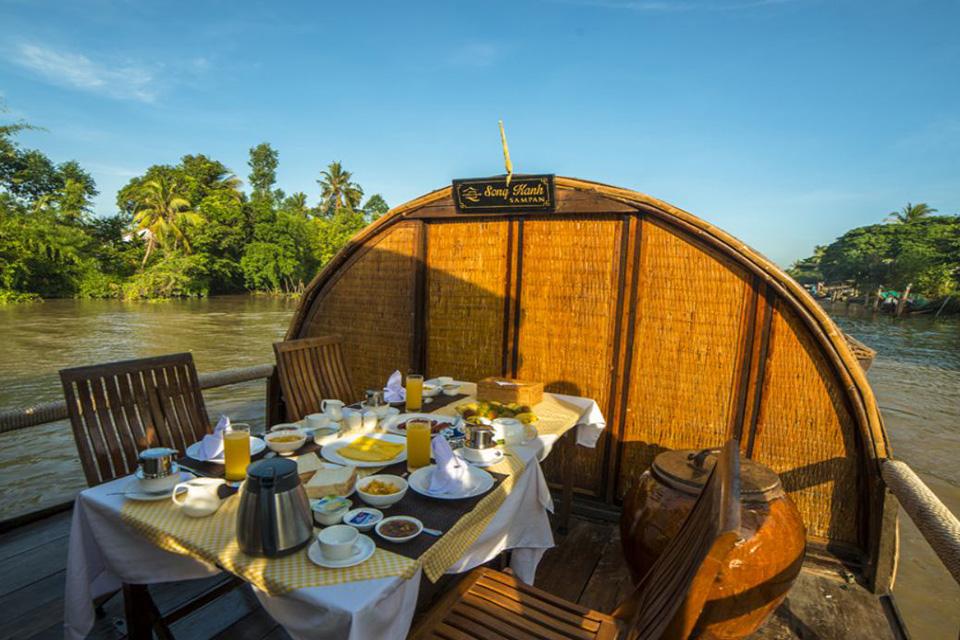 960-breakfast-on-cruise