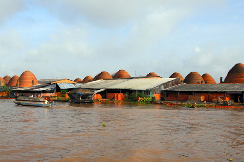 960-brick-factory-along-river