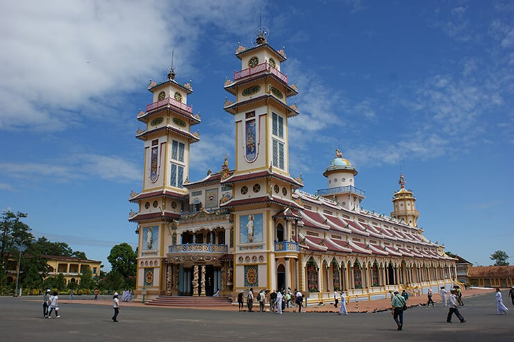 cao-dai-temple-1