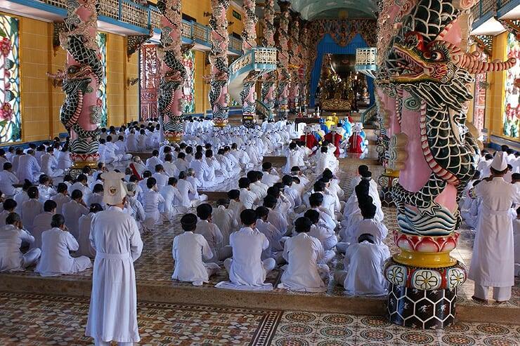 cao-dai-temple-4