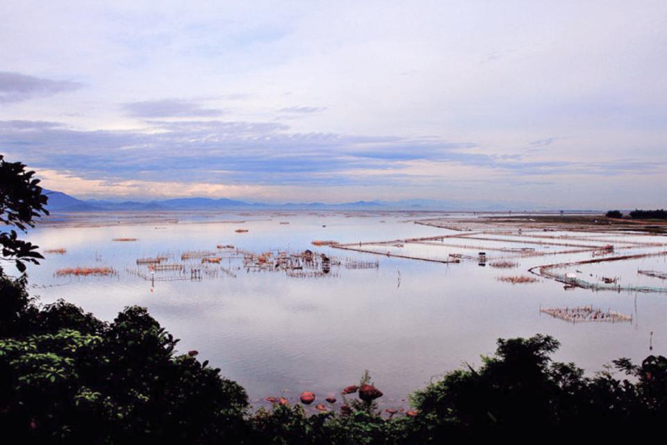 cau-hai-lagoon-from-the-top-of-bach-ma