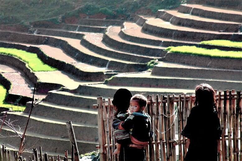 angkor-wat-northern-vietnam-9-days-children-village-10