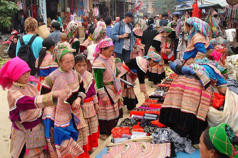 sapa-trekking-and-coc-ly-market-1
