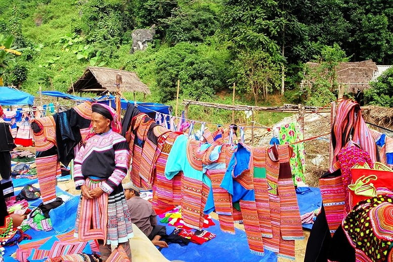 sapa-trekking-and-coc-ly-market-2