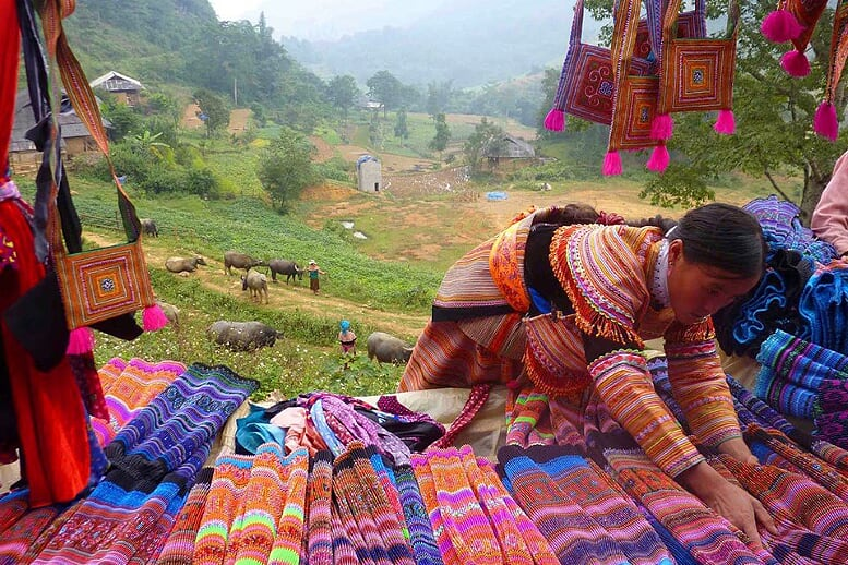 sapa-trekking-and-coc-ly-market-3