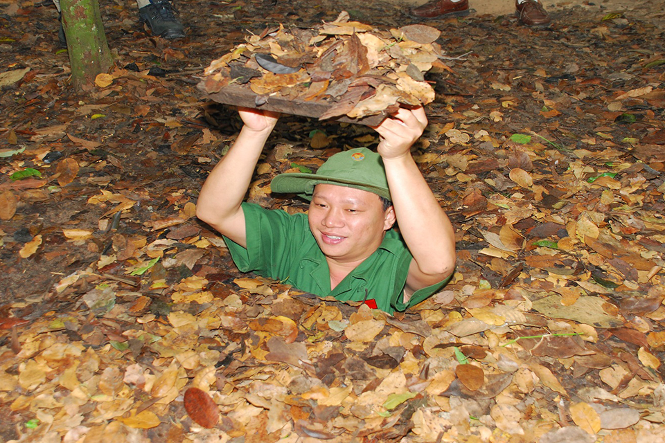 cu-chi-cu-chi-tunnels-and-cao-dai-temple-by-boat-and-van-2