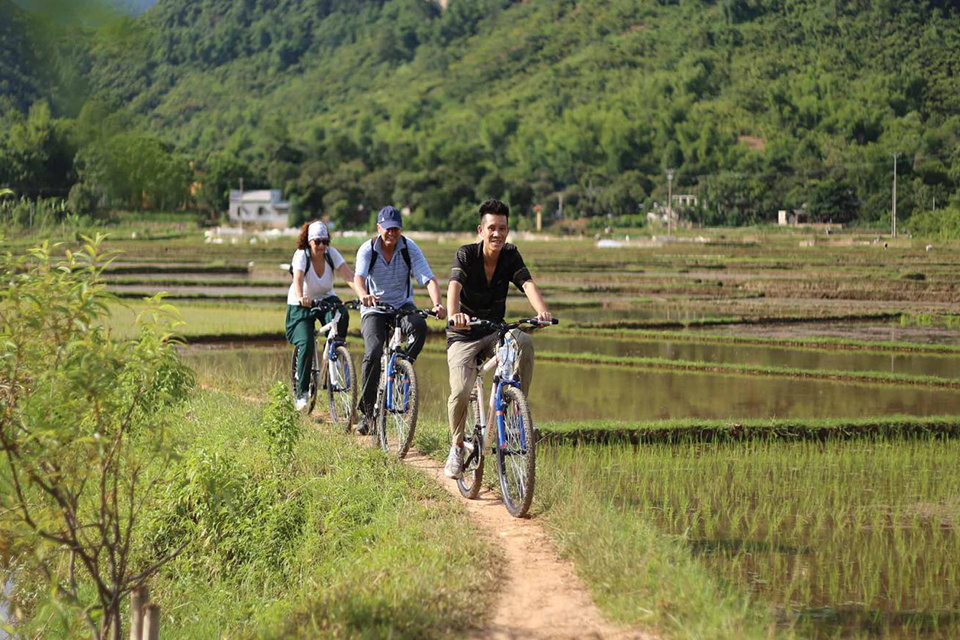 biking-hoa-lu-tam-coc-full-day-group-1
