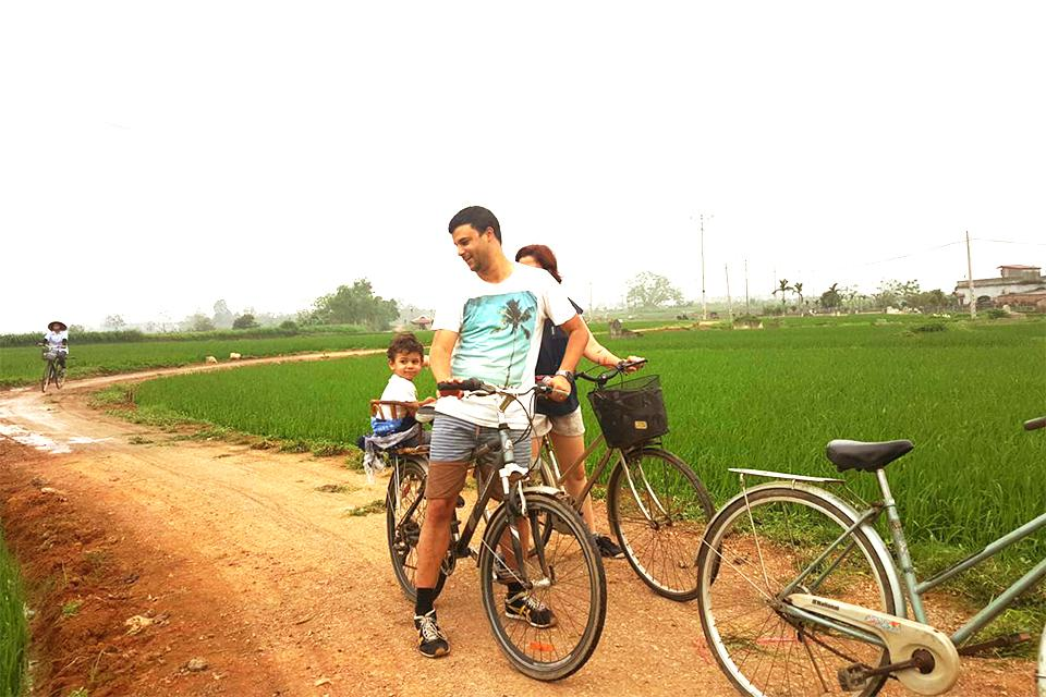 cycling-in-duong-lam-village
