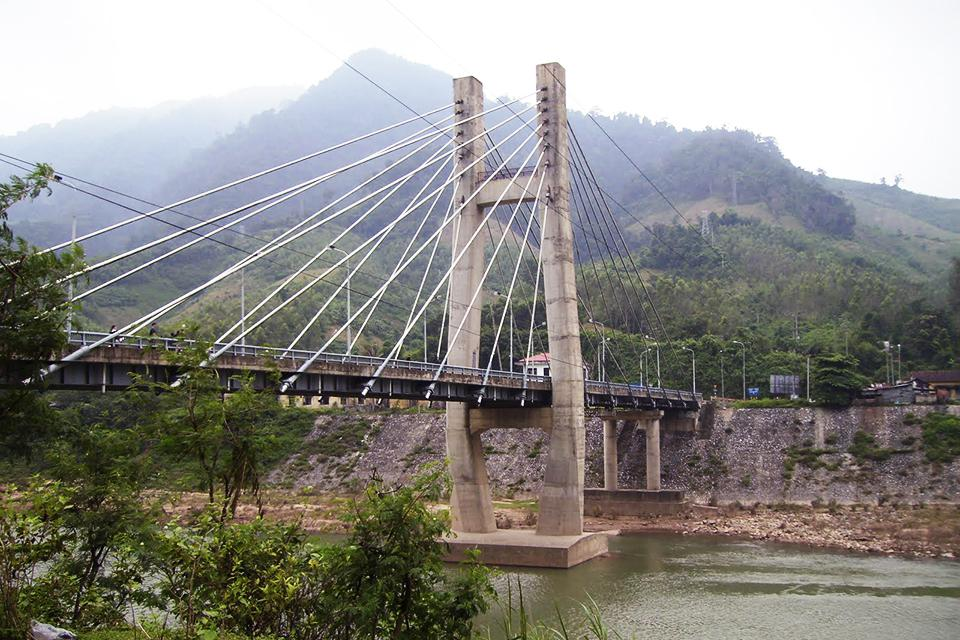 960-dakrong-bridge