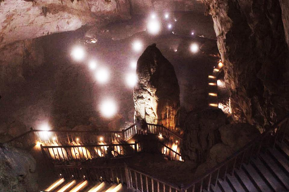 Thien Duong Cave full day discovery