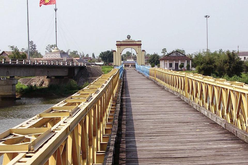 960-DMZ-hien-luong-bridge