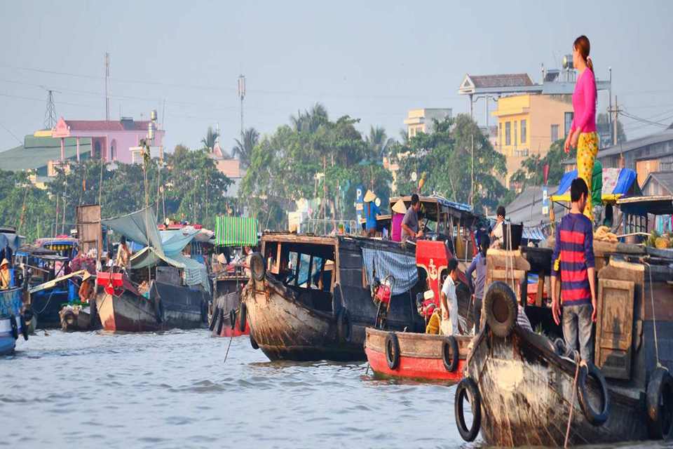 early-morning-of-the-cai-be-floating-market