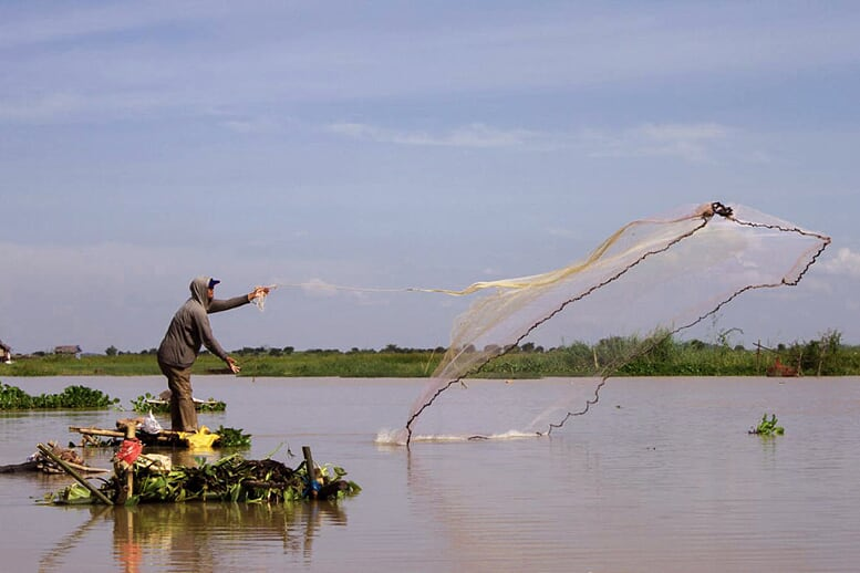 highlights-of-laos-cambodia-9-days-fishinh-sap-lake-6