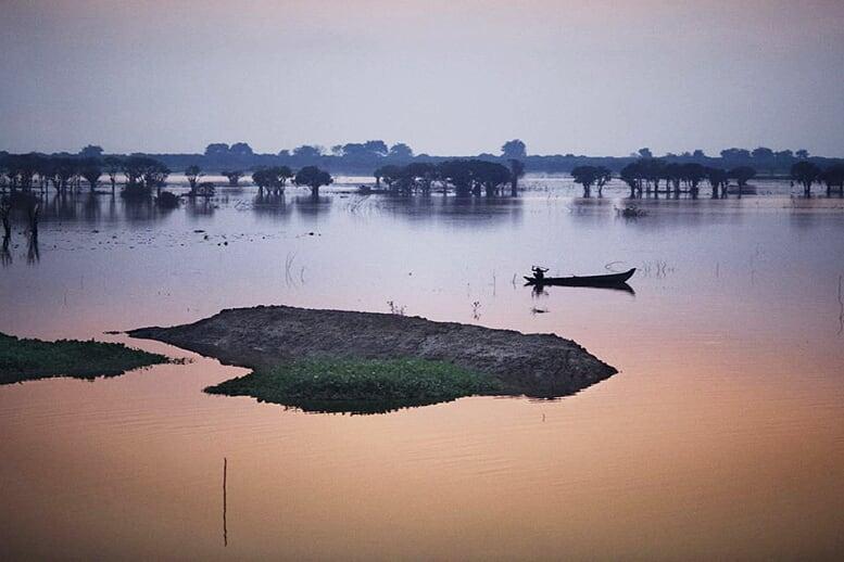 from-angkor-wat-to-bagan-12-days-floating-tonle-sap-lake-10