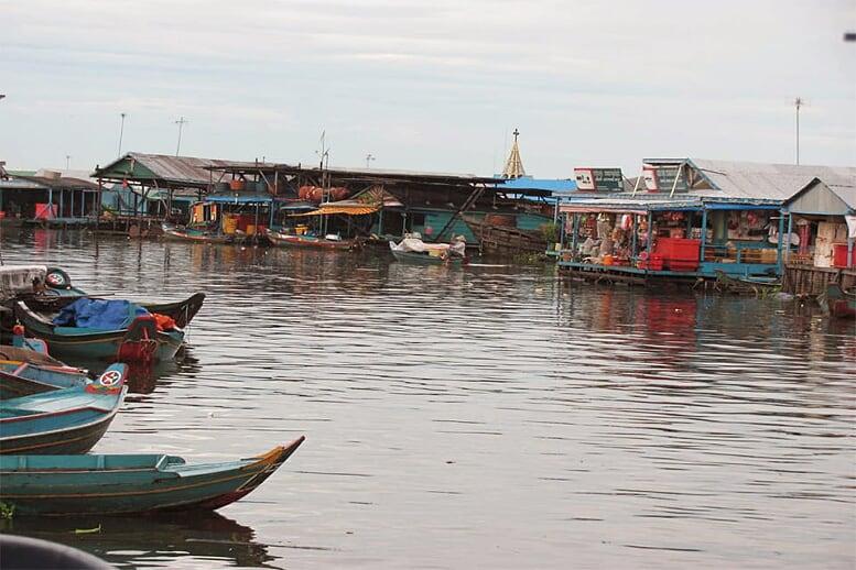 from-angkor-wat-to-bagan-12-days-floating-village-11