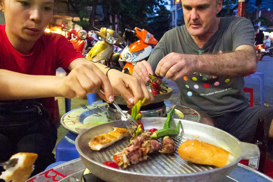 hanoi-afternoon-street-food-walking-tour-6