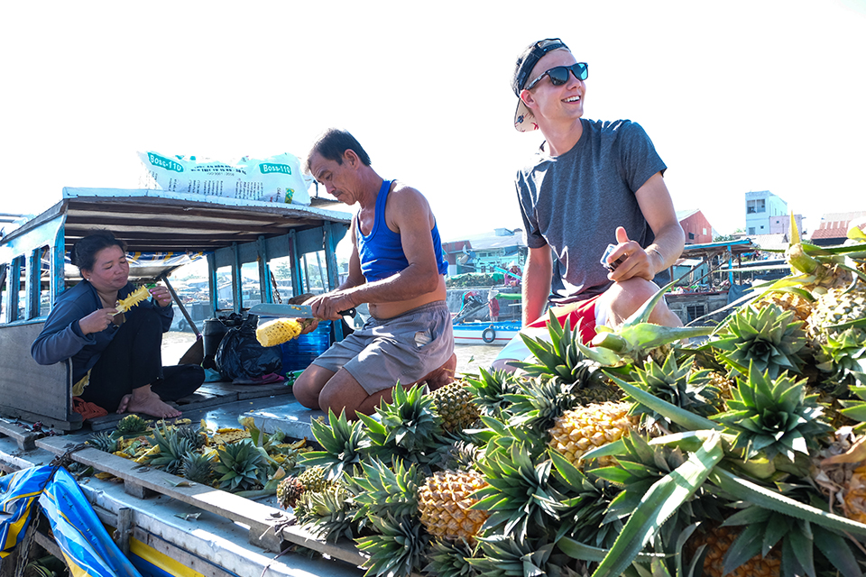 960-fruit-boat-cai-rang-floating-market