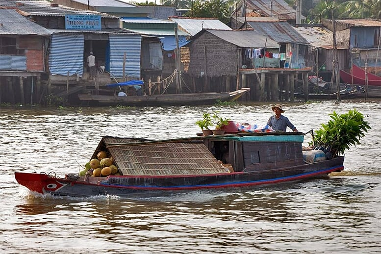hightlights-of-vietnam-cambodia-12-days-cai-be-floating-village-9