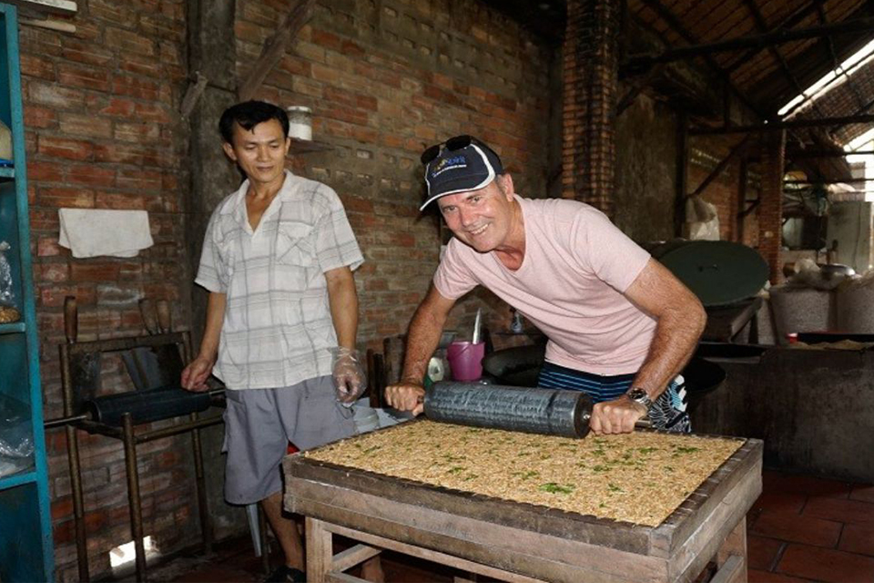 visit-local-house-cai-be-floating market-tan-phong-island-full-day-group-tour-5