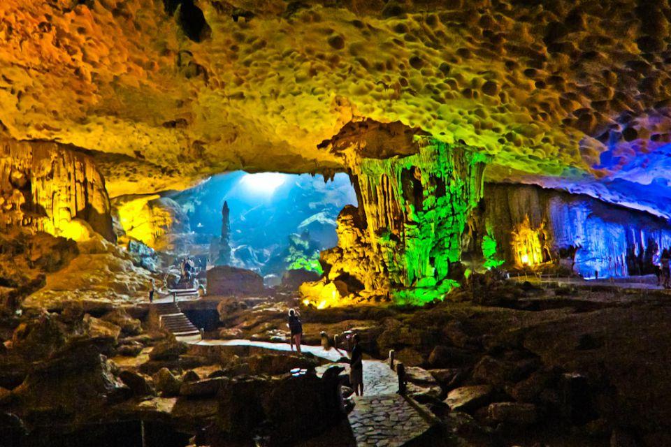halong-visit-cave