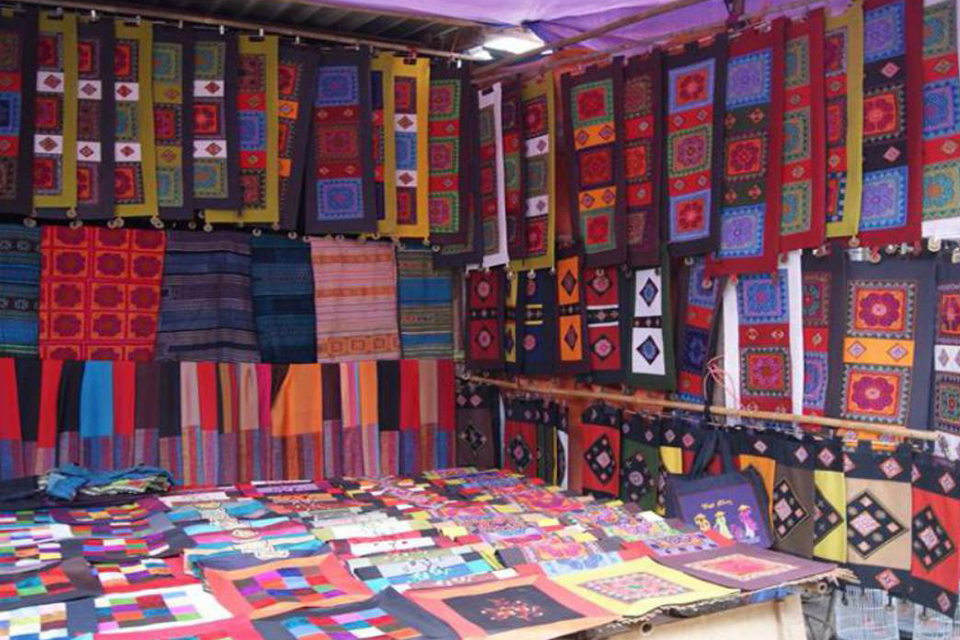 960-handicraft-in-bac-ha-market