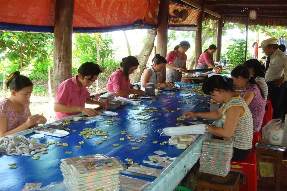 handicraft-village-coconut-candy-factory