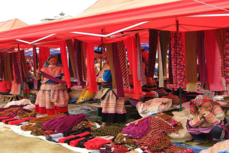 960-handicrafts-at-bac-ha-market