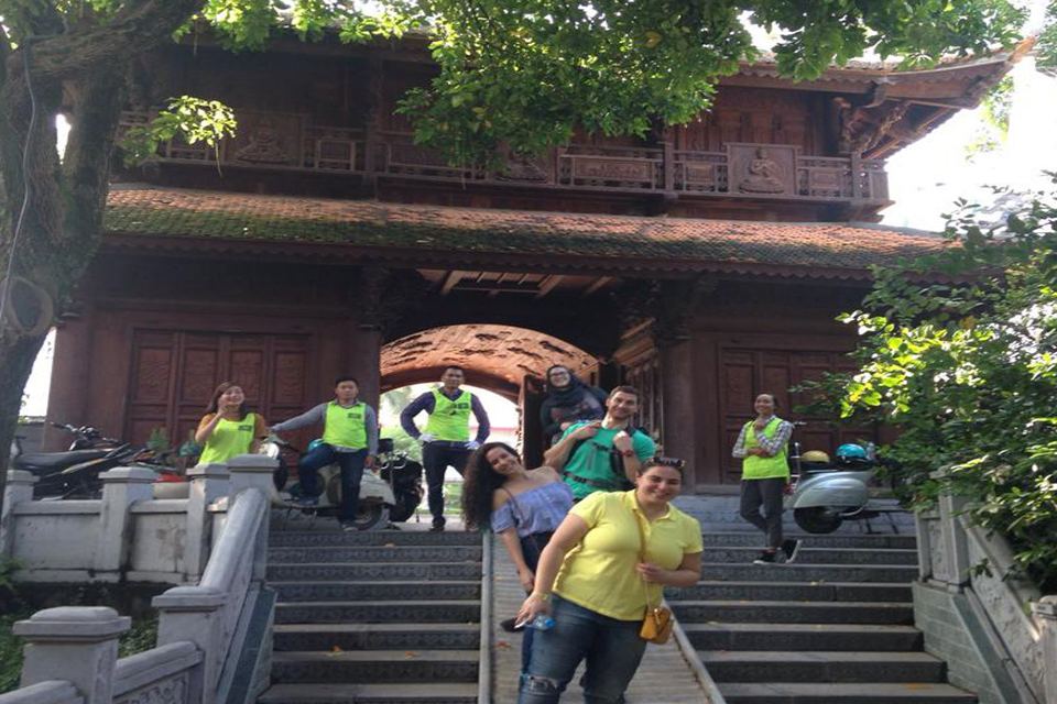hanoi-pagodas-the-insider's-hanoi-by-vespa-2