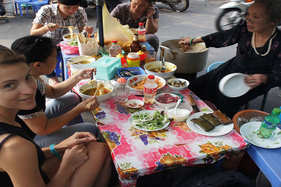 hanoi-street-food-tour-3-hours-2