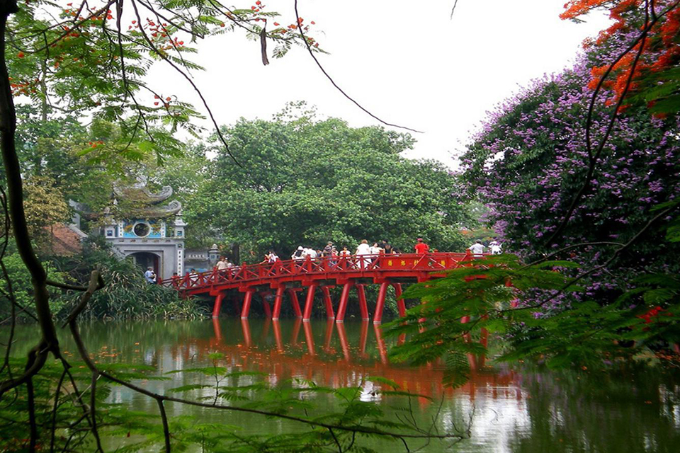 one-pillar-pagoda-hanoi-city-group-2