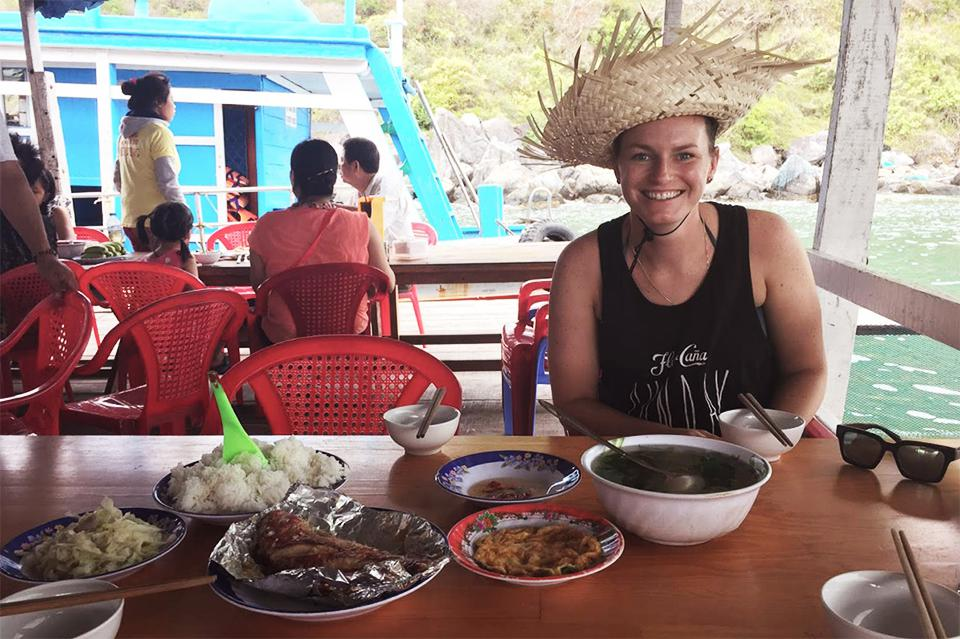 960-have-lunch-on-island-in-nha-trang