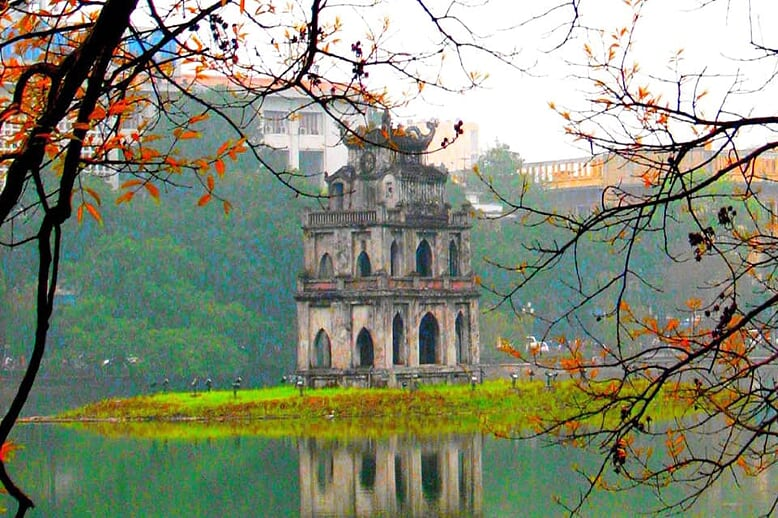 hightlights-of-vietnam-cambodia-12-days-hoan-kiem-lake-2