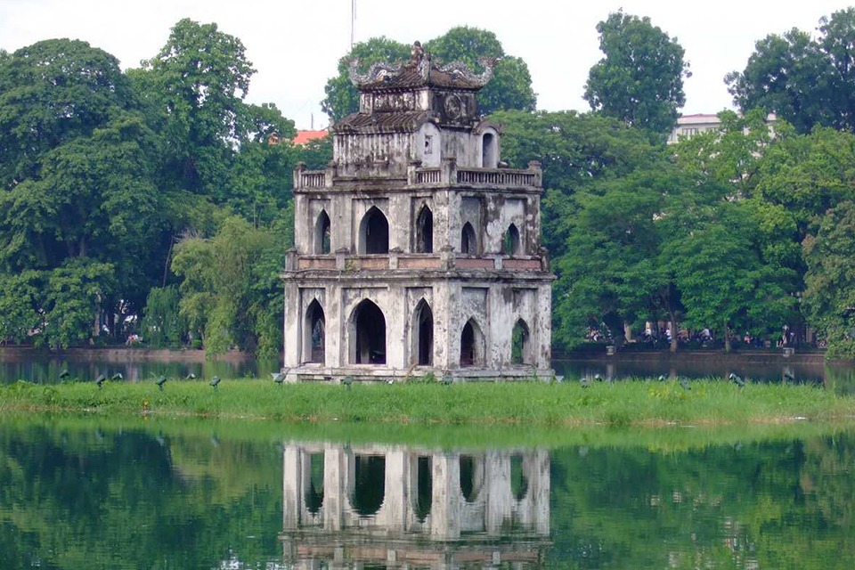 hoan-kiem-lake-free-half-day-hanoi-walking-tour-1