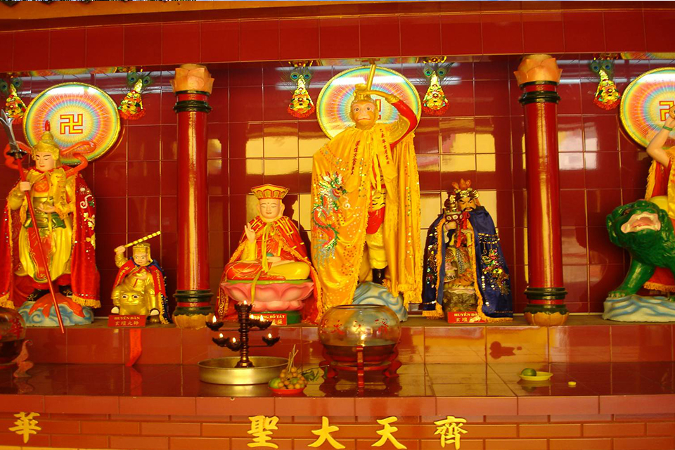 960-inside-quan-am-pagoda