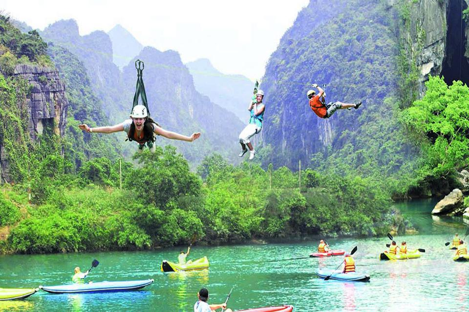 kayaking-and-zipline