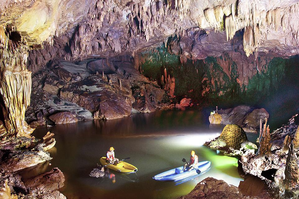 960-kayaking-in-cave