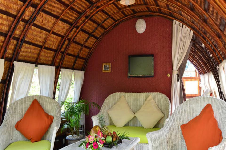 960-living-room-on-song-xanh-sampan
