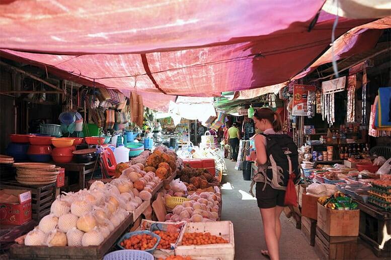 from-angkor-wat-to-bagan-12-days-market-nyaung-shwe-15